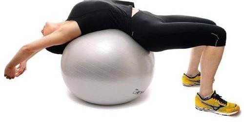 Es muy frecuente que jugadores de padel y de tenis tengan lesiones de espalda y de rodillas. Hoy vamos a hablar de las lesiones de espalda y de como prevenirlas....